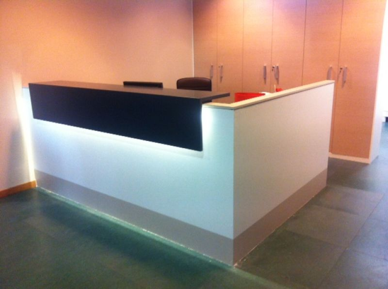 Banco reception in cartongesso dc49 pineglen for Arredamenti ufficio on line