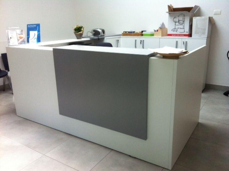 Arredamento per ufficio online bancone reception z2 for Arredamento reception estetica