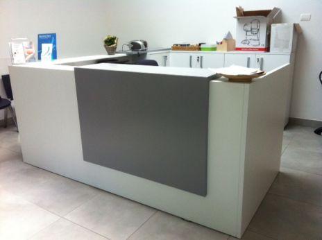 Arredamento per ufficio online bancone reception z2 for Mobili per reception